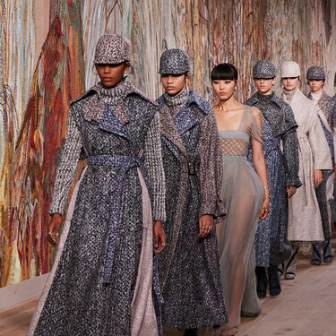 Así de maravilloso ha sido el desfile de Dior Alta Costura 2021-2022: vestidos vaporosos de alfombra roja y la vuelta al nuevo 'New Look'