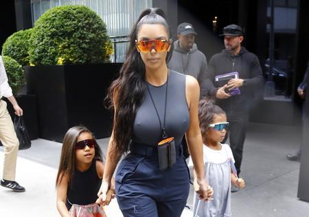 Estas son las (difíciles) gafas de sol que amenazan con volverse virales. Kim Kardashian ya las lleva, ¿lo dudabas?