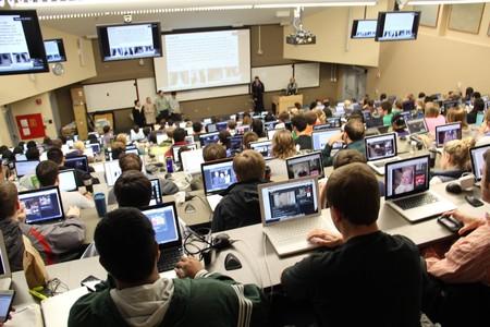 Prohíben acceder a Netflix con el WiFi de la universidad porque profesores se quejaban que las aplicaciones de clase no iban bien