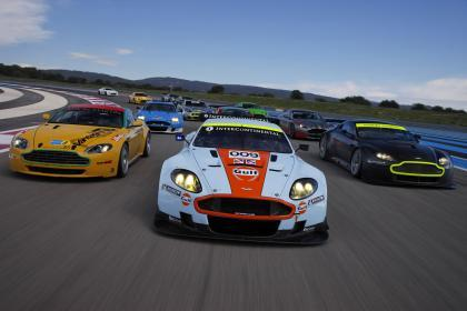 Aston Martin presenta su foto de familia