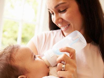Nunca dejes a tu bebé tomando el biberón solo