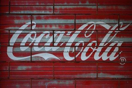 Coca Cola pagó a Stratfor para espiar a PETA: Julian Assange