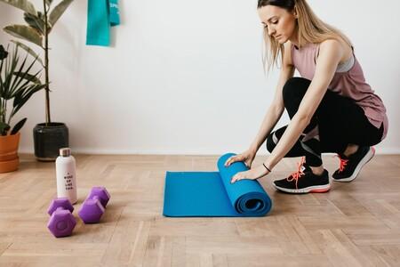 15 accesorios de fitness de Decathlon para entrenar en casa: mancuernas, gomas elásticas, pesas rusas y más