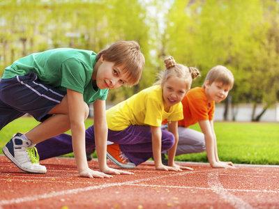 Los niños deportistas tienen un mejor desarrollo cerebral y rinden más académicamente, según un estudio