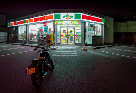 La baja natalidad empuja al gobierno japonés a automatizar las farmacias y los '24 horas' (y a crear RFID  a prueba de microondas)