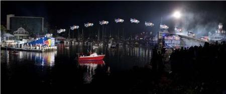 Travis Pastrana vuela 81 metros por el puerto de Long Beach