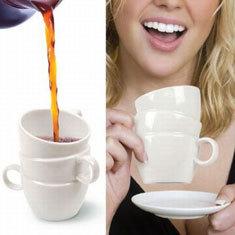 Tazas de café apiladas para sorprender a tus invitados