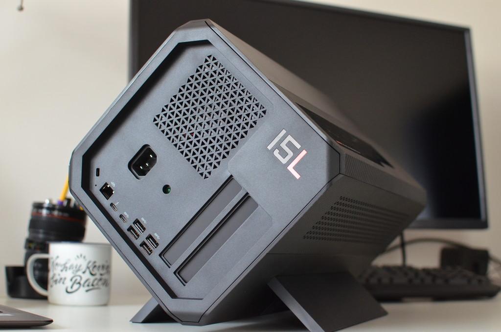 HP Omen Accelerator parte trasera puertos