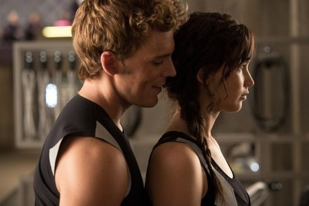 Sam Claflin intenta poner nerviosa a Jennifer Lawrence