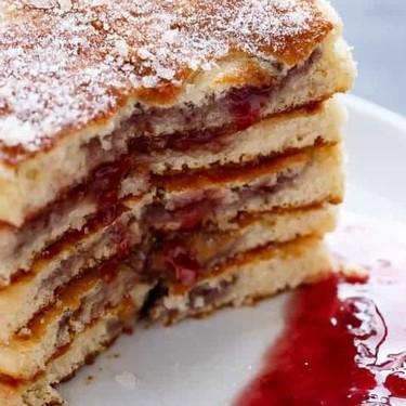 Hot cakes con centro de mermelada. Receta fácil para el desayuno