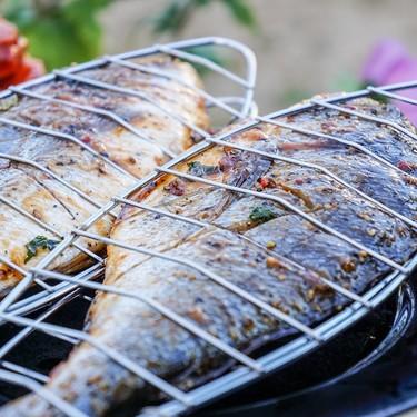 Cómo cocinar pescado a la parrilla: lo que tienes que saber para que te salga perfecto