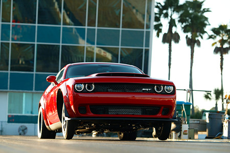 ¿Prohibe la NHRA competir al nuevo Dodge Challenger Demon? No exactamente