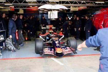 Los de Toro Rosso pasan de las pegatinas