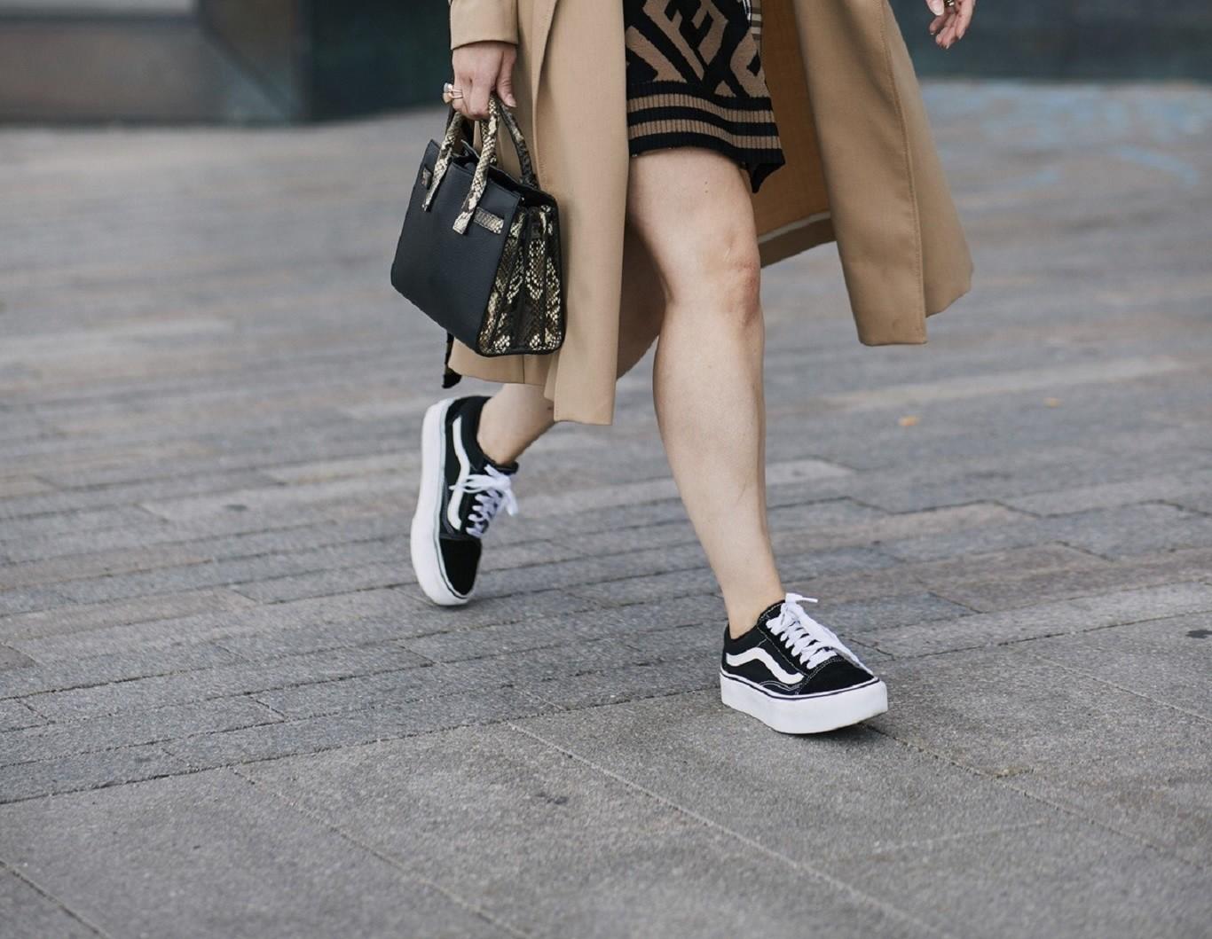 Las zapatillas Vans no solo son un básico cómodo y socorrido 0e0dc4ca273