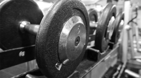 Primeros días en el GYM: ¿qué peso debo cargar?