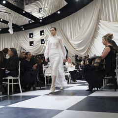 Foto 2 de 74 de la galería dior-alta-costura-maria-grazia-chiuri-y-su-magico-desfile-en-blanco-y-negro-primavera-verano-2018 en Trendencias