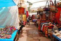 El mercado de artesanías de Pisac en Perú