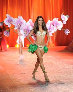 Pantone elige color para el 2014: Orquídea radiante. ¿Hacemos que tu neceser se rinda a este tono?
