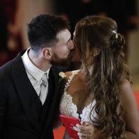 Leo Messi y Antonella Roccuzzo ya son marido y mujer. Así ha sido la boda y el vestido de la novia