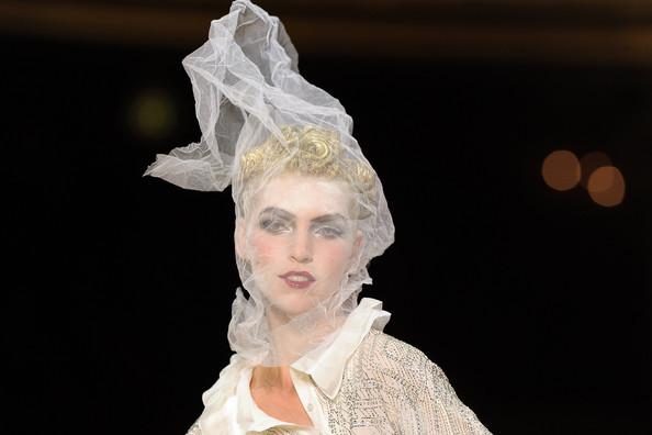 Foto de John Galliano Primavera-Verano 2011 en la Semana de la Moda de París (13/16)