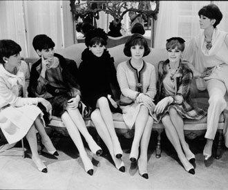 El zapato bicolor de Chanel cumple 50 años