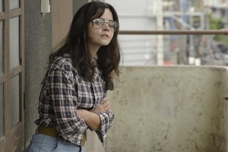Checked Shirt High Waisted Jeans Raffia Belt Oversize Sunglasseshttps://www.trendencias.com/series-de-television/series-favoritas-critica-que-critics-choice-awards-no-deberiamos-perdernos