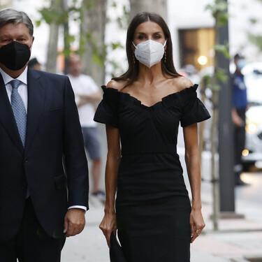 Doña Letizia impacta con un precioso vestidazo negro en su primer look después de las vacaciones