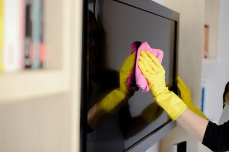 Siempre relucientes: las claves para limpiar las pantallas de televisiones, tabletas, ordenadores y teléfonos móviles