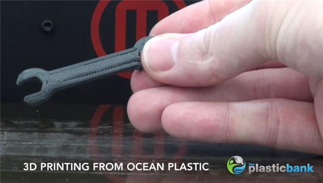 Reciclar el plástico de los océanos ya permite generar objetos impresos en 3D