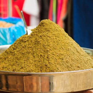 Za'atar, la mezcla de especias árabe que transformará tus platos: cómo hacerlo y usarlo en tu cocina (con siete recetas para probar)