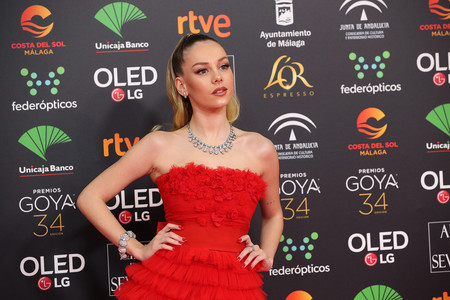 """La serie """"Élite"""" también está en los Goya 2020 con una espectacular Ester Expósito vestida de rojo"""