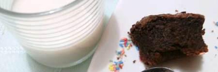 Lo que queda de tarta y un vaso de leche