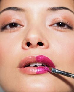 El gloss desplaza a la barra de labios