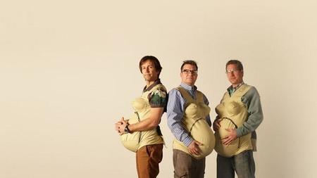 Tres padres prueban como es estar embarazado durante un mes