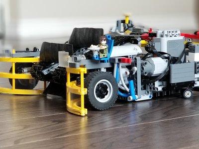 """Este robot fabricado con Legos es como una """"Roomba"""" para recoger Legos y es uno de esos inventos que nuestros pies agradecerán"""