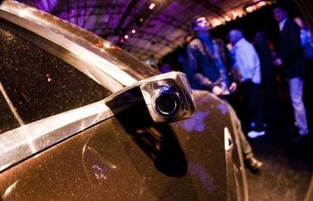 Tesla también quiere acabar con los espejos retrovisores