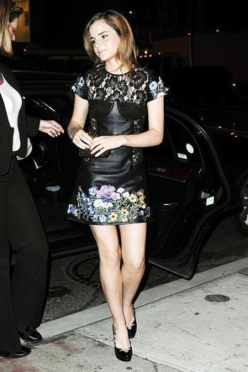 El look 10 de Emma Watson de fiesta en Nueva York, más el estilo del resto de invitadas