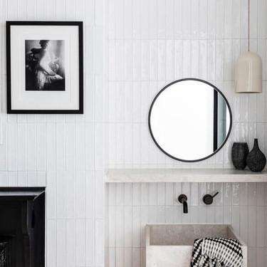 Los cuartos de baño son también un buen sitio para lucir tus mejores cuadros y/o fotografías artísticas