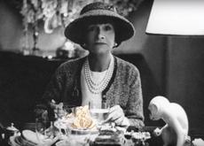 La leyenda detrás de la camelia de Chanel. ¿Por qué Coco la convirtió en su insignia?
