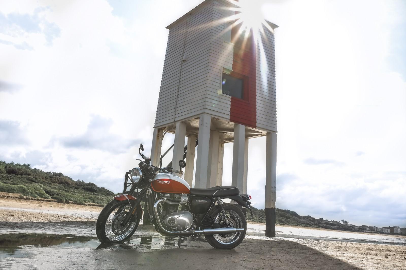 Foto de Triumph Bonneville T100 Bud Ekins 2020 (11/23)