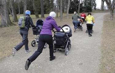 Strollering: carreras de cochecitos, lo último en ejercicios con el bebé