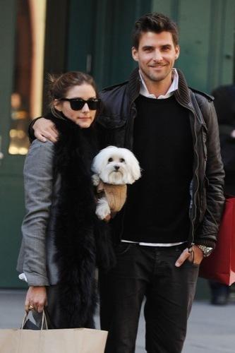 Olivia Palermo y el look 10 para ir de compras, complementos