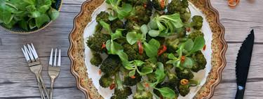 Tarta salada de brócoli y queso crema con base de almendra: receta sin gluten