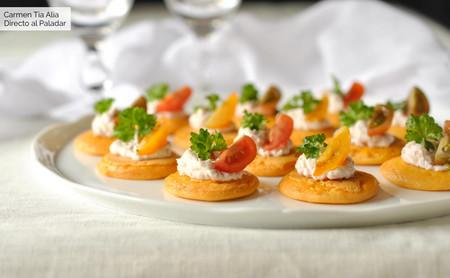 blinis de gazpacho con crema de jamón y queso