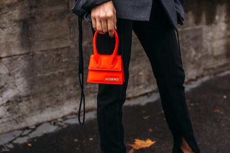 Cómo combinar un bolso rojo, el complemento que arrasa en el street-style y que es capaz de transformar un look
