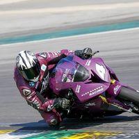 ¡Incombustible! Con casi 50 años Alex Barros no se baja de la moto y sigue ganando carreras