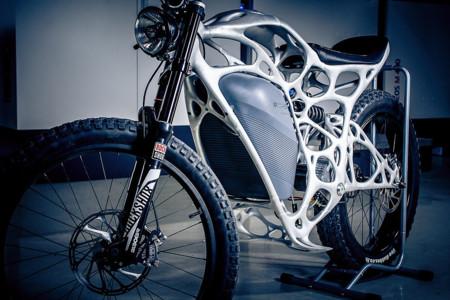 A Airbus le ha dado por imprimir motos eléctricas, y crea cosas tan ligeras y alienígenas como Light Rider