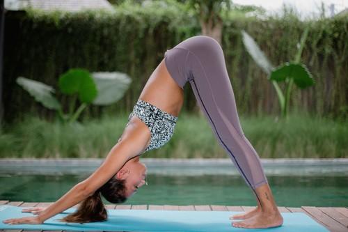 Aprende a hacer el saludo al sol de Yoga, en vídeo