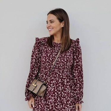 Paula Echavarría sigue apostando por estilismos premamá muy asequibles combinado prendas de Mango y Stradivarius
