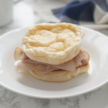 Cloud bread o pan nube: receta de pan keto, con solo tres ingredientes (y ninguno es harina)